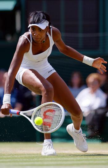 Американка Вінас Уїльямс (Venus Williams) під час фінальної гри на Уїмблдонському турнірі. Фото: ADRIAN DENNIS/AFP/Getty Images