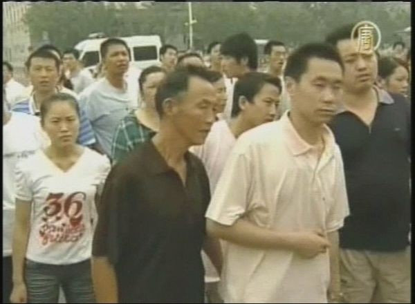 Люди, присутні біля інциденту. 7 серпня. Фото: кадри NTDTV
