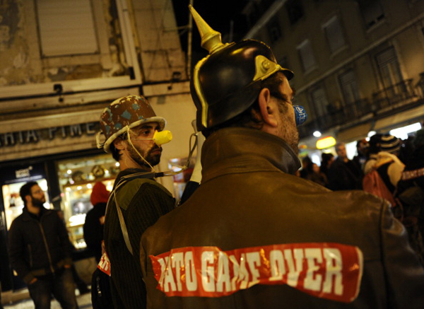 Пацифісти усього світу об'єдналися в ці дні у Лісабоні, столиці Португалії, щоб висловити протест проти проведення саміту НАТО, наміченого на 19-20 листопада. Фото: Мігель Віл'ягран/Getty Images