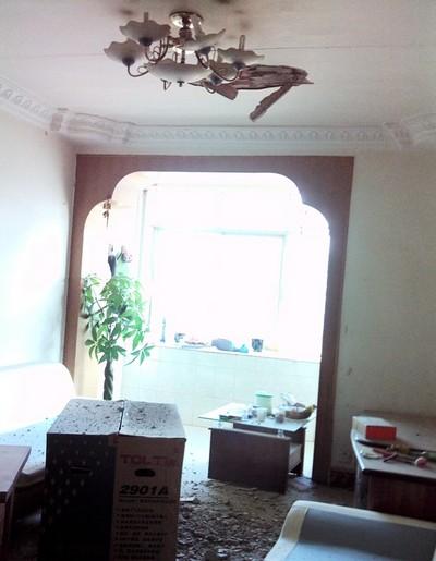Фото: Коли ми повернулися, то побачили в кожній кімнаті великі наскрізні діри в стелі