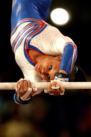 Амстердам, НІДЕРЛАНДИ: Katheleen Lindor з Франції виступає під час чемпіонату Європи із спортивної гімнастики. Фото ARIS MESSINIS/AFP/Getty Images