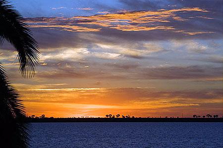 Небо міняється на очах. Між знімками - хвилини різниці. Фото: Сергій Ханцис