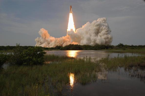 Запуск космического шаттла 'Эндевор'. Мыс Канаверал, Филаделфия, 15 июля 2009г. Фото: Matt Stroshane/Getty Images