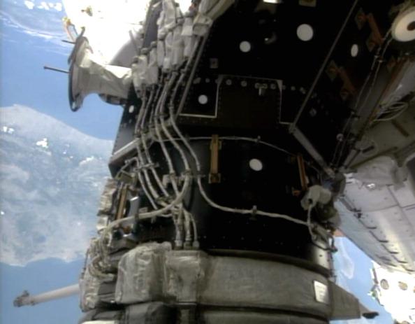Стикувальний вузол «Атлантіс»-МКС. Перевірка герметичності з'єднання. Фото: NASA via Getty Images