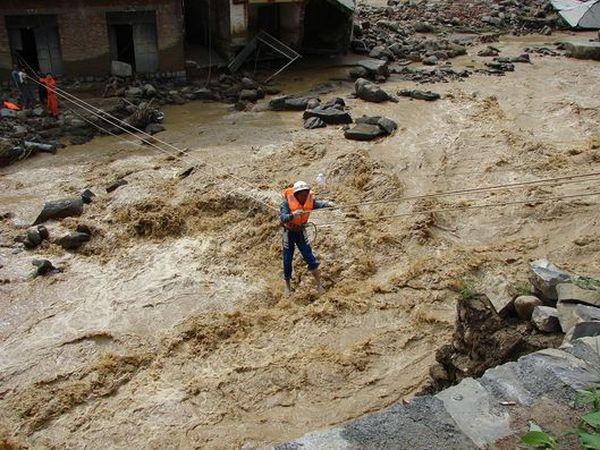 Евакуація людей повіту Ванмо провінції Гуйчжоу. Фото: AFP