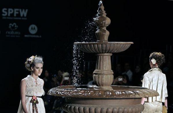 Тиждень моди в Сан-Паулу сезону весна-літо 2009. Фото: АFP