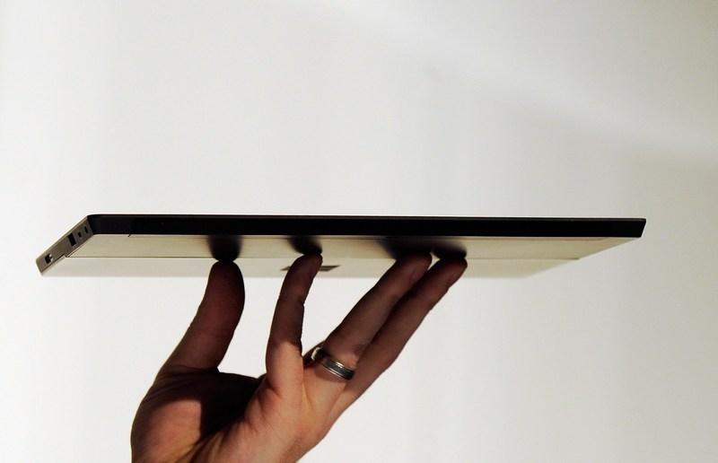 Лос-Анджелес, США, 18 июня. Компания Microsoft представила планшетный компьютер Surface («Поверхность»). Фото: Kevork Djansezian/Getty Images