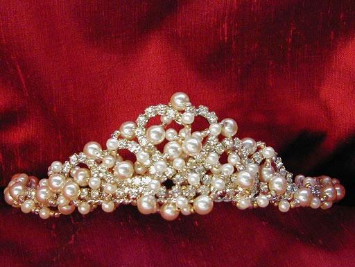 Корона - чудова романтична прикраса для нареченої. Фото з efu.com.cn