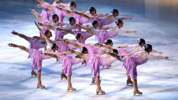 Команда синхроністок під час показових виступів. Фото: Koichi Kamoshida/Getty Images