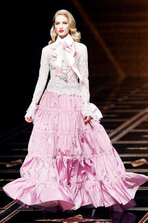 Итальянский дизайнер Валентино (Valentino). Коллекция ready-to-wear осень-зима 2007/2008. Фото: FRANCOIS GUILLOT/AFP/Getty Images
