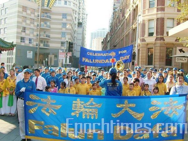 Последователи Фалуньгун г.Сиднея празднуют «Всемирный День Фалунь Дафа». Фото: Сун Юе/ The Epoch Times