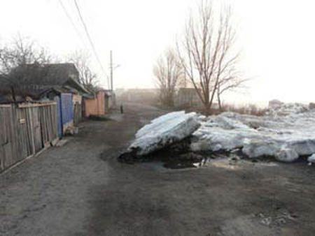 В Мариуполе льды надвигаются на частные дома