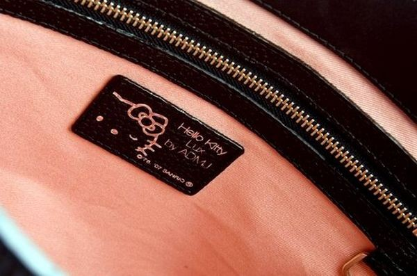 Новая коллекция сумок Hello Kitty 2008. Фото с efu.com.cn
