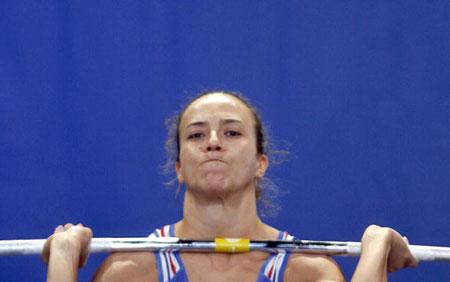 Страсбург, ФРАНЦІЯ: Soude Dinar з Франції під час змагань у ваговій категорії 63 кг на чемпіонаті Європи з важкої атлетики. Фото: OLIVIER MORIN/AFP/Getty Images