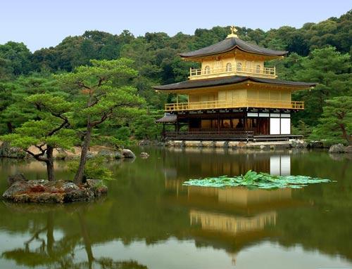 Храм на воде. Япония