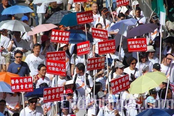 Представники різних груп висловили свої думки й вимоги на загальному народному ході в Гонконзі. Фото з epochtimes.com