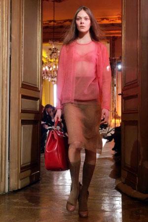 Миучия Прада (Miuccia Prada) для Дома моды Miu Miu. Коллекция ready-to-wear осень-зима 2007/2008. Фото: FRANCOIS GUILLOT/AFP/Getty Images