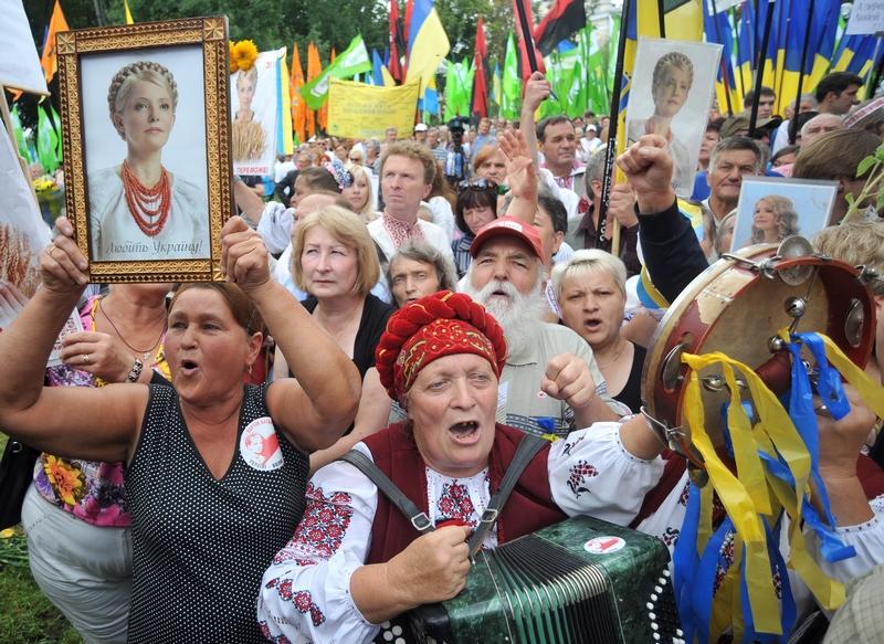 Демонстрация в Киеве 24 августа 2011, на которую собрались 5 тысяч сторонников оппозиции, вопреки запрету суда. Киевский суд запретил накануне протест в ознаменование 20-й годовщины независимости Украины. Фото: Genya Savilov/Getty Images