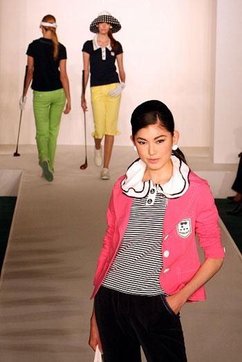Коллекция одежды японской фирмы Musee D'Uji весна-лето 2008г. Фото: Junko Kimura/Getty Images