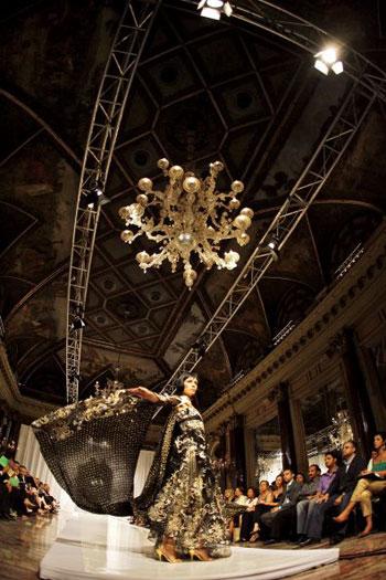 Тиждень високої моди Осінь/Зима 2008 Haute Couture у Римі. Фото: AFP/Filippo MONTEFORTE
