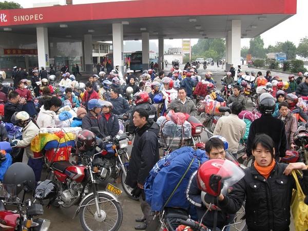 «Армія мігрантів-мотоциклістів» їде додому святкувати Новий рік. Фото з epochtimes.com