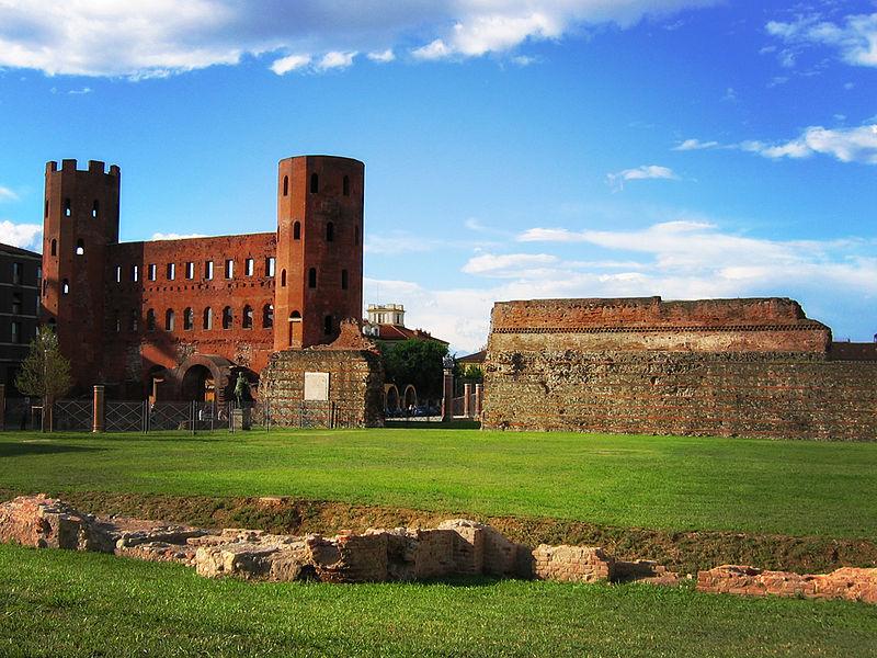 Палатинська брама міста зведена ще древніми римлянами. Фото: ru.wikipedia.org