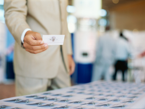 В столице начинают выдавать карточки киевлянина