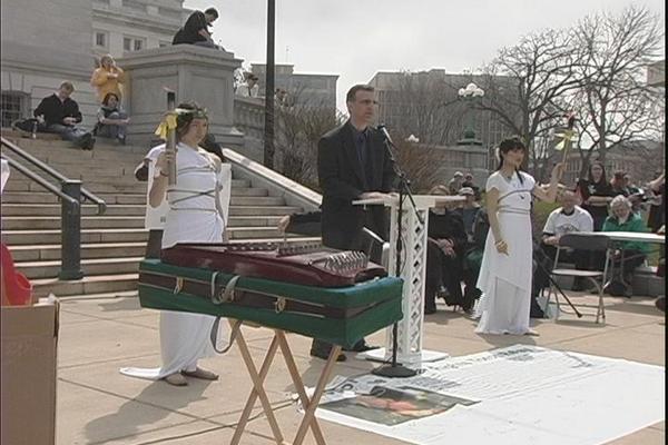 19 мая г.Мэдисон (США). Мероприятие, посвящённое движению Эстафеты факела за права человека. Фото: Ян Ян/ The Epoch Times
