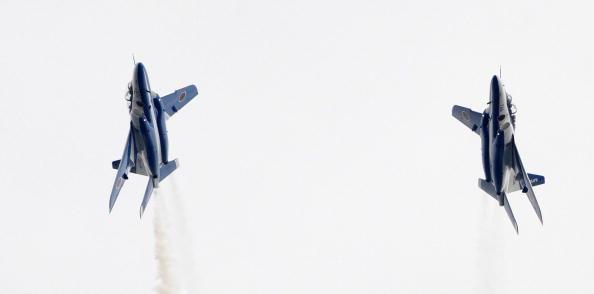 Янпонские силы самообороны выполняли фигуры высшего пилотажа на юбилее Иокогамы. Фото: Kiyoshi Ota/Getty Images