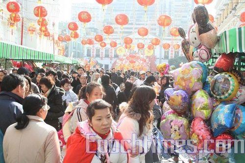 Новогодняя ярмарка. Фото: Сюй Ся/Великая Эпоха