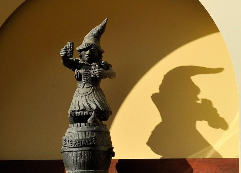 Гномиха—баварка. Фото: Claudio Villa/Getty Images
