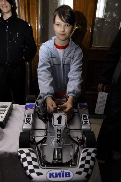 Представлення моделі картингу на фестивалі 'Обдаровані діти України' в Києві 28 травня 2008 року. Фото: The Epoch Times