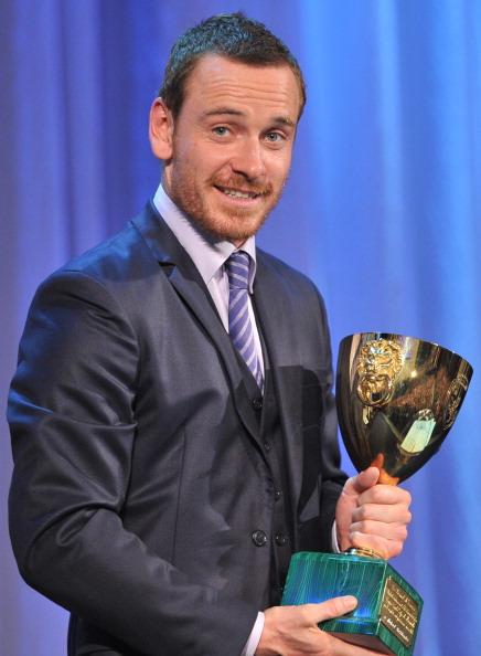Актер Майкл Фассбендер получил приз за лучшую мужскую роль в фильме «Стыд». Фото: ALBERTO PIZZOLI/AFP/Getty Images