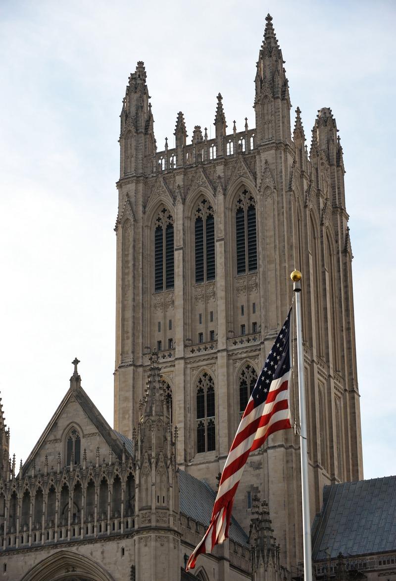 Пошкоджені шпилі на верхній частині Національного собору у Вашингтоні, округ Колумбія 24 серпня 2011, на наступний день після сильного землетрусу. Пам'ятник зараз закритий для туристів. Фото: Mandel Ngan / Getty Images