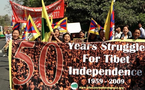 Акция в поддержку тибетцев прошла 14 марта 2009 г. в Индии. Фото: RAVEENDRAN/AFP/Getty Images