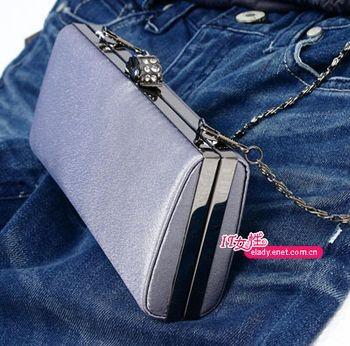 Вечірні сумочки - милий серцю аксесуар. Фото с epochtimes.com