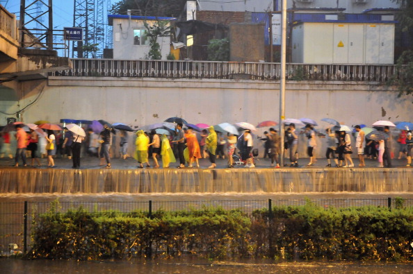 Злива століття в Пекіні 23 червня. Фото: STR / AFP / Getty Images