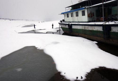 Река Янцзы. Город Ухань провинции Хубэй. 27 января. Фото: China Photos/Getty Images
