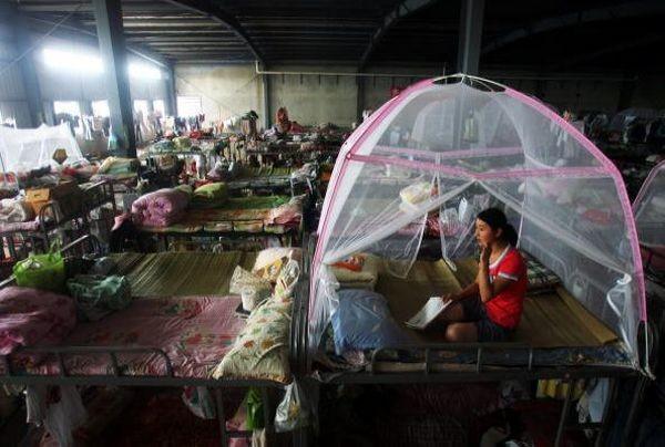 Жителі постраждалих районів провінції Сичуань через 2 місяці після землетрусу. Фото: Getty Images