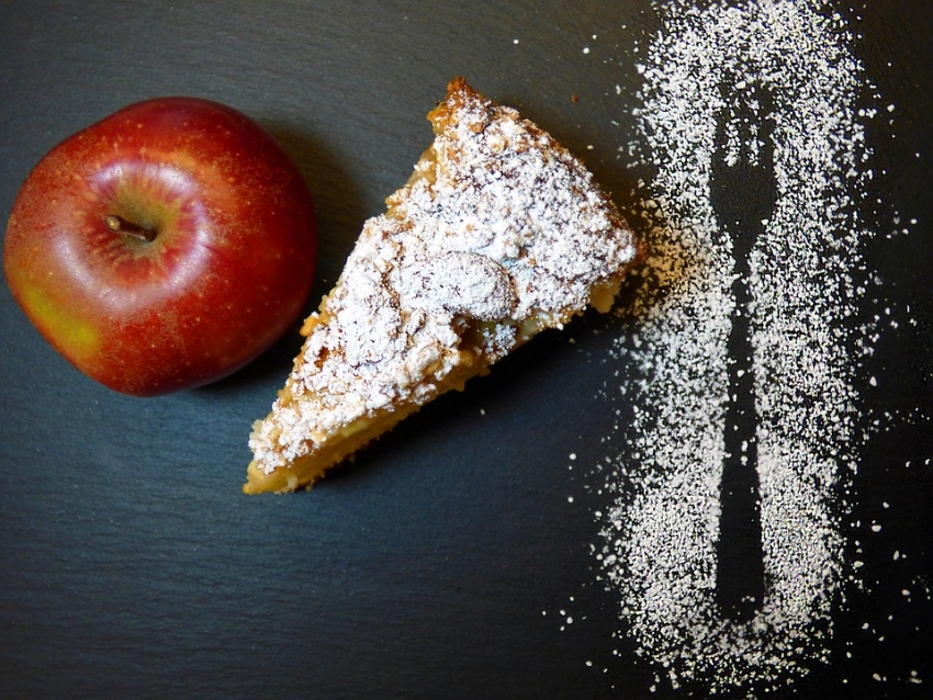 apple_crumble_pie_in_a_skilet_-_vlifestyle.org_.jpg