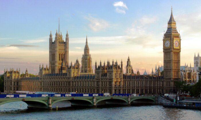 Послу Китая в Великобритании запретили посещать парламент