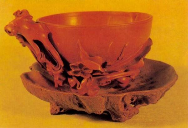 Чаша в форме персика бессмертия. Высота 7 см. Династия Поздняя Цин. Фото с aboluowang.com