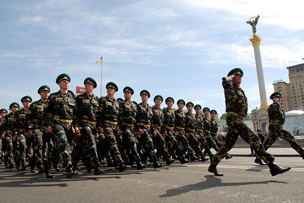 Генеральная репетиция парада к Дню победы прошла на Крещатике в Киеве 4 мая 2010 года. Фото: Владимир Бородин/The Epoch Times