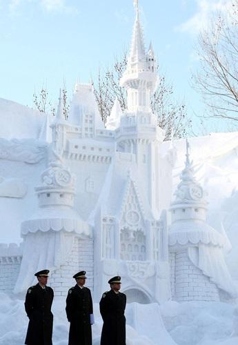 Снежный фестиваль в Саппоро (Япония) ежегодно отмечается в начале февраля в течение семи дней. Фото: Junko Kimura/Getty Images