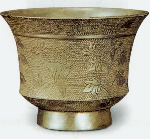 Расписной серебряный кубок. Династия Тан. Фото с aboluowang.com