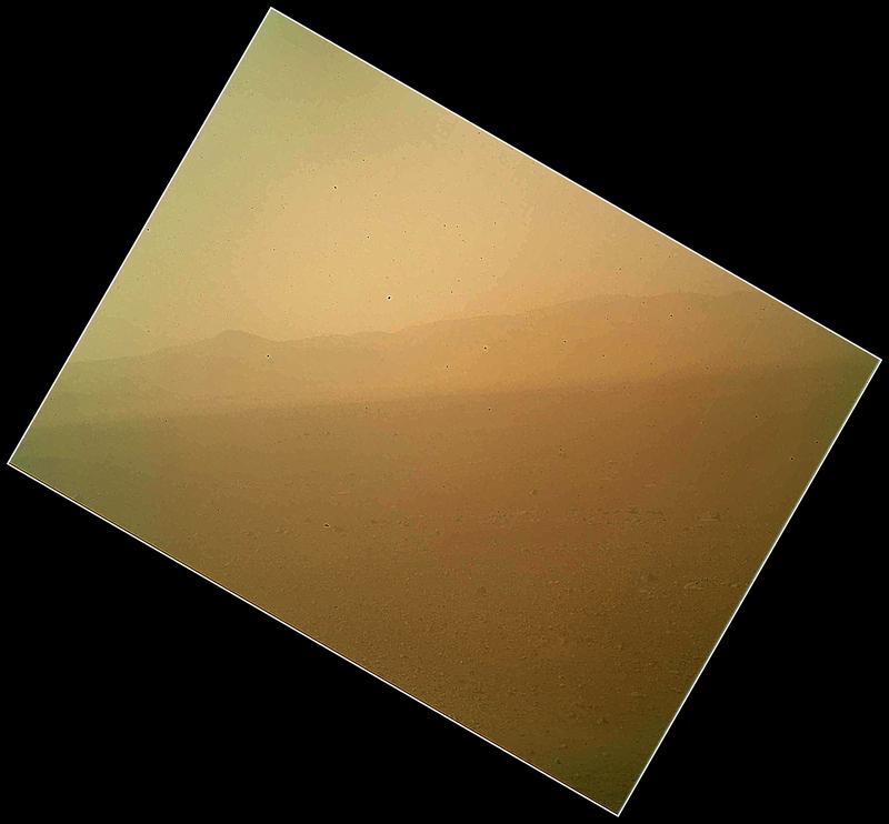 Где-то на Марсе, 6 августа. Марсоход «Любопытство» передал на Землю первые цветные снимки северной стены кратера Гейла. Фото: NASA/JPL-Caltech/Malin Space Science Systems via Getty Images