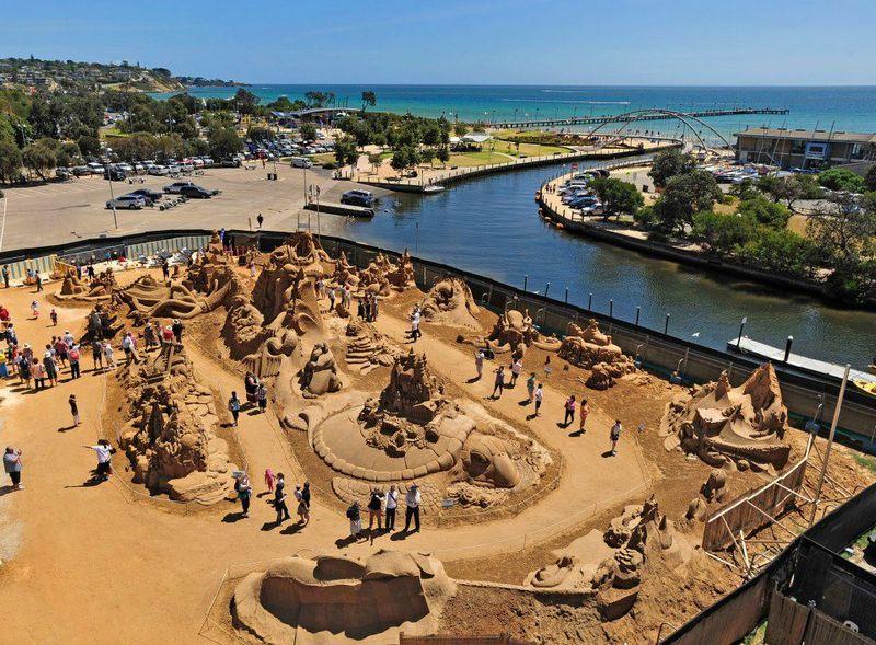 Вид с высоты на выставку «Under The Sea» во Франкстоне, Австралия. Фото: sandsculptingaustralia/facebook.com