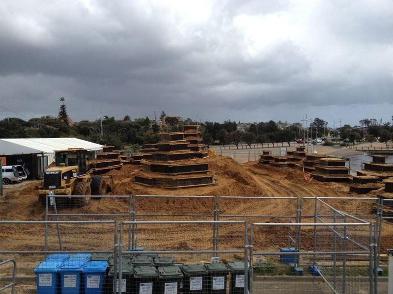 Фотохроника. Так выглядел «пятачок» будущей выставки во Франкстоне перед началом создания скульптур. Фото: sandsculptingaustralia/facebook.com