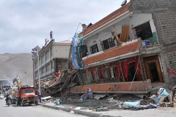 Фото с пострадавших от землетрясения районов. Провинция Цинхай. 15 апреля 2010 год. Фото: AFP
