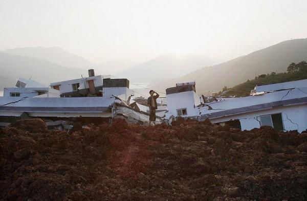 Горный обвал произошёл в провинции Сычуань. Фото: AFP